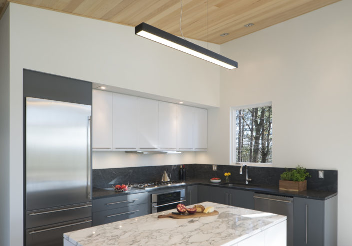 Modern Kitchen Design - Lantern Ridge House - Waterfalls properties